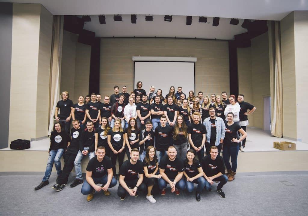 Viac ako 70 študentov, pedagógov a zamestnancov Fakulty masmediálnej komunikácie UCM v Trnave spolupracovalo na organizácii dňa otvorených dverí. Foto: D. Minarik