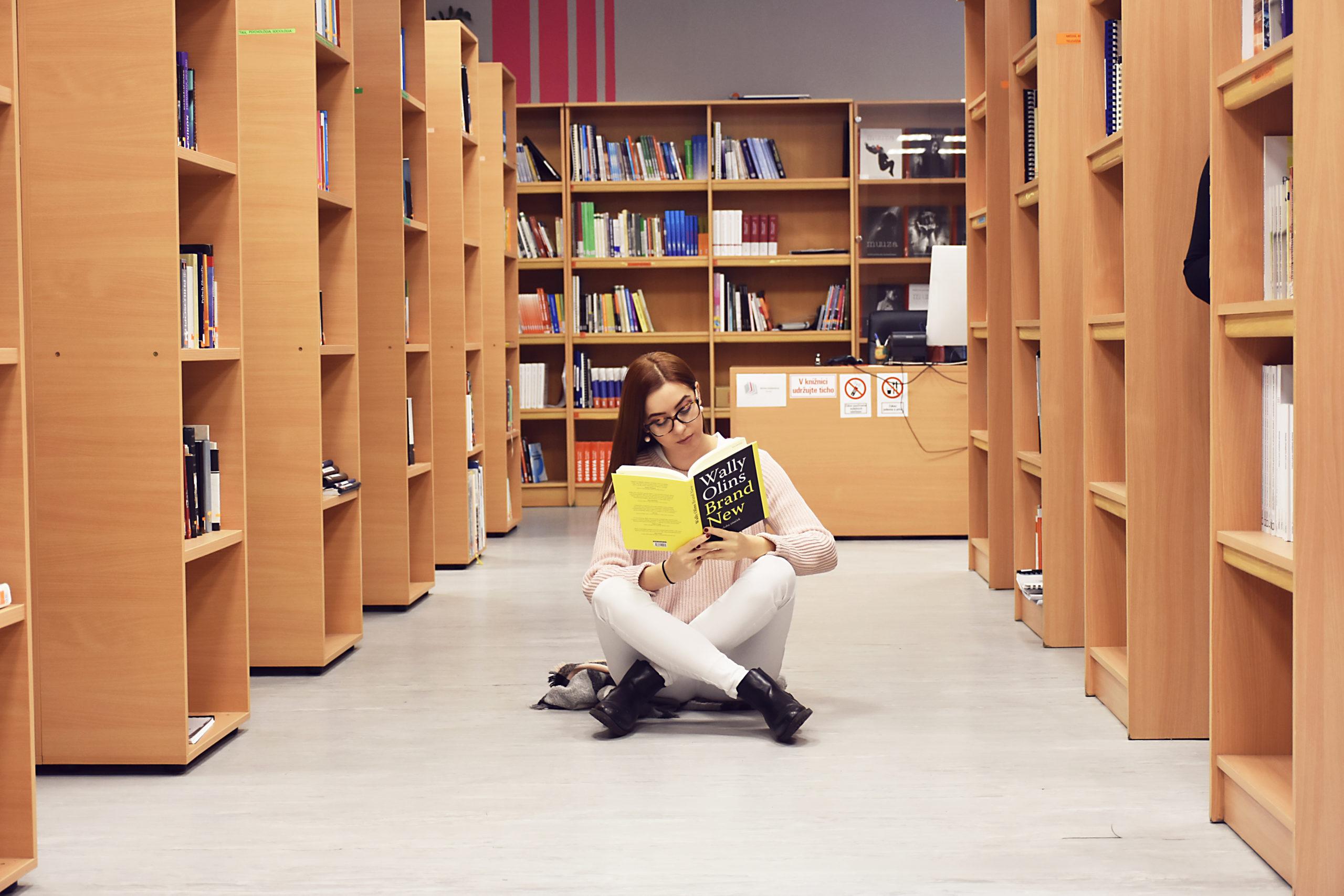 Priestory knižnice študenti radi využívajú na štúdium. | Fakulta  masmediálnej komunikácie