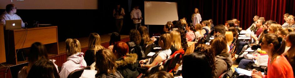 Študenti na prednáške v kine OKO